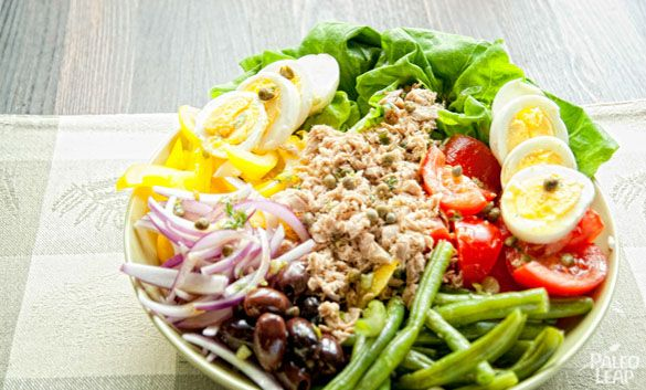 A colorful salad to brighten up your lunch hour with all kinds of fresh vegetables, eggs, and tuna.