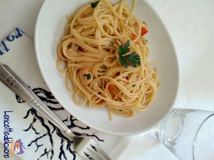 spaghetti gamberetti e pomodorini, pasta gamberi e pomodorini, le ricette del cuore, ricetta, primo, gamberi, pomodorini, ricetta facile, ricetta veloce,
