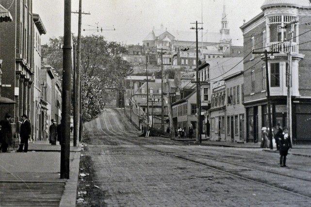 La rue de la Couronne en 1910