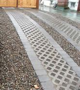 Love this driveway idea!  And we could incorporate it into the gravel backyard.