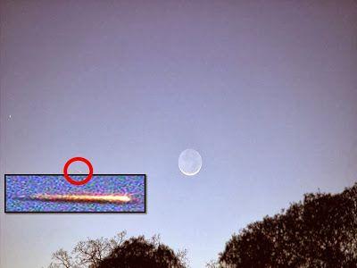 Disso Voce Sabia?: UFO em Formato de Charuto, Sobre Santa Rosa, Califórnia - 31 de Janeiro de 2014 - No sabado 01/01/2014 vi igual por volta das 17:40hs aqui em João Pessoa. nâo posso afirmar com certeza, pois estava longe, achei que era meteoro, era igual. Consegui visualizar com um binoculo com aumento de 10X