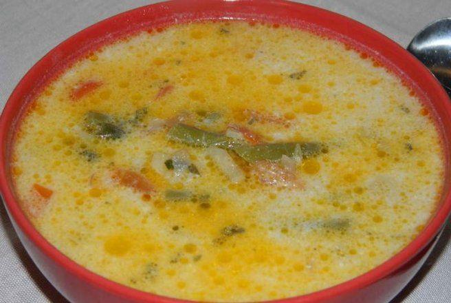 Retete Culinare - Ciorba de fasole verde cu smantana