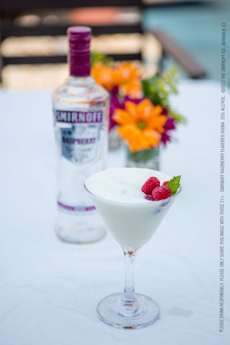 142 best simple summer images on pinterest alcoholic for Simple mix drinks with vodka