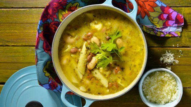 Fazolová polévka s těstovinami Foto: