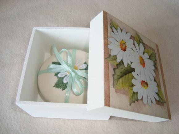 Sabonete decorado com margaridas,fácil de pintar..