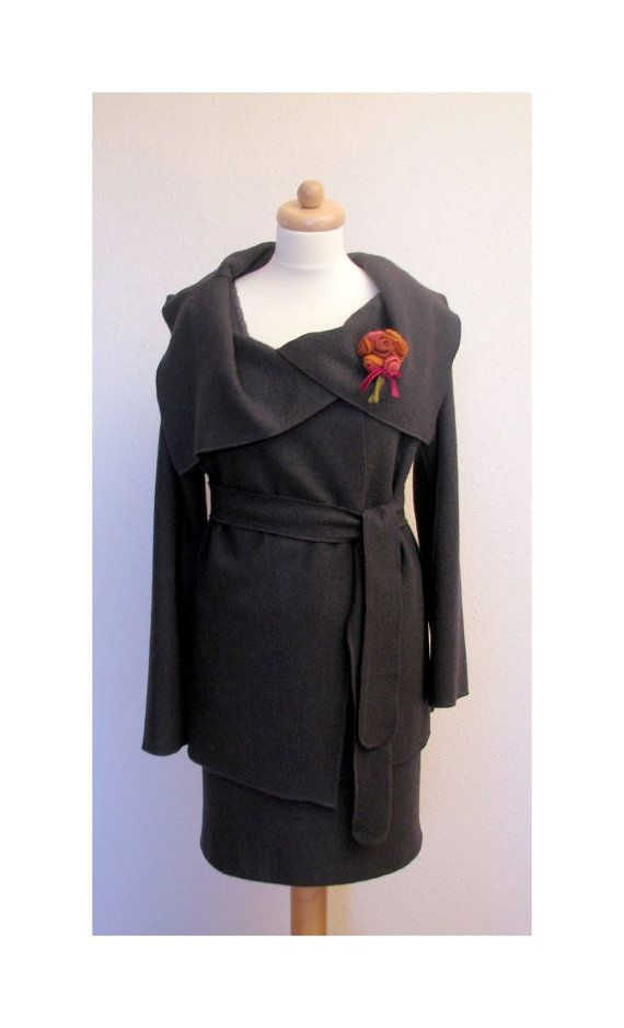 Elegant slate grey, boucle woolen  lapelcoat (jacket)  with charming badge of felt roses