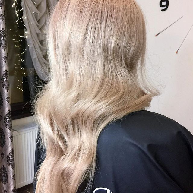 Rosé is my favourite creyon  #rosegoldhair #haircare #haircolor #nobleach #jbeverlyhills #colour #yourbeautymasters @andatepei @alin_mihalache @1conceptyourbeautymasters