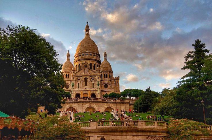 Paris at it's best 🕌💜⠀ ••••••••••••••••⠀