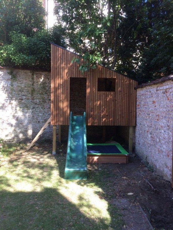 """Design treehouse """"Boomhut"""" met glijbaan en zandbak: ideale oplossing voor een verloren hoek in uw tuin! Rest van de tuin wordt nog aangelegd."""