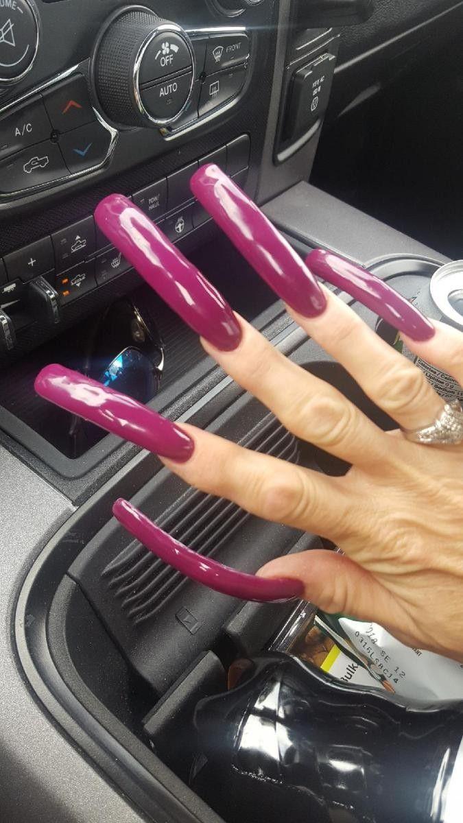Long fingernails matures