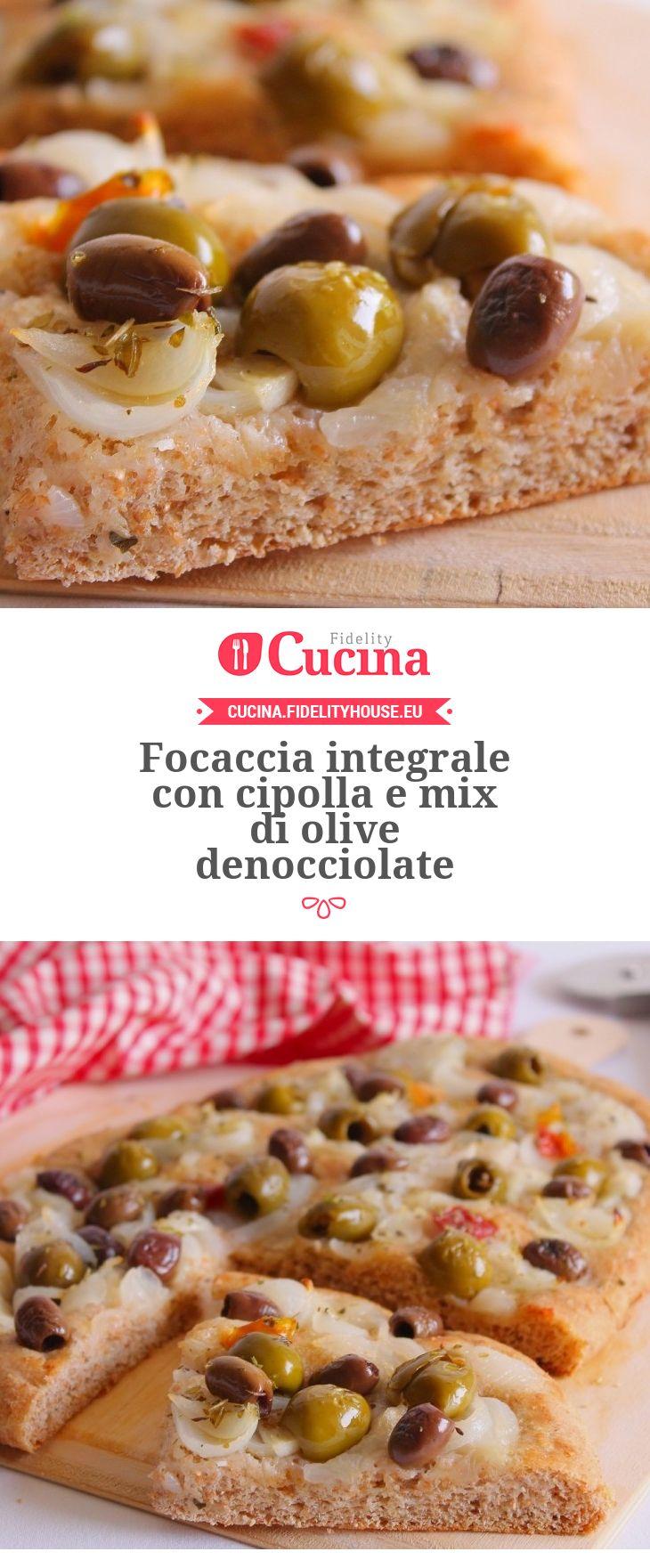 Focaccia integrale con cipolla e mix di olive denocciolate