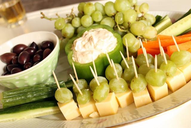 el queso, es un alimento con bastantes propoints, te sugiero acompañarlo de fruta fresca en lugar de pan para compensar los prp, ademas es deliciosoooooo!!!!! mariemariemarolle - Tapas