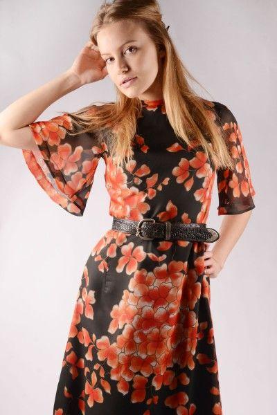http://www.doortje-vintage.com/nl/vintage/kleding/jurken/gebloemde-jaren-70-vintage-jurk-22996.html