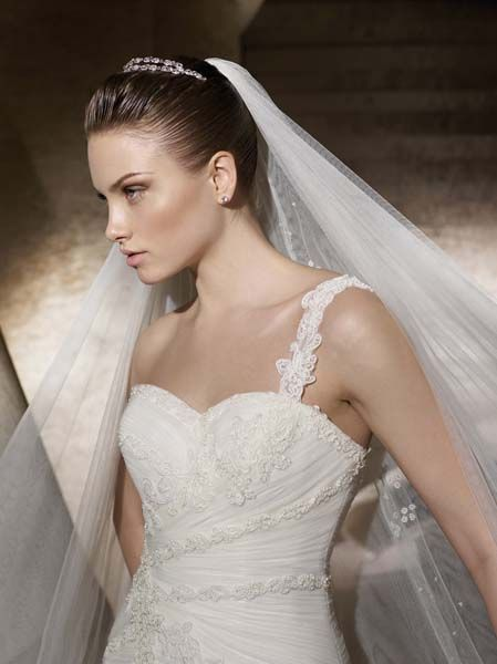 1000+ images about Robe de mariée on Pinterest  Beach wedding ...