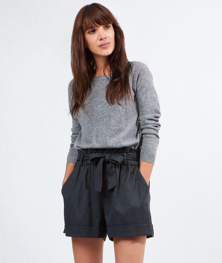 les 25 meilleures id es de la cat gorie pantalon gris sur pinterest tenues de travail. Black Bedroom Furniture Sets. Home Design Ideas