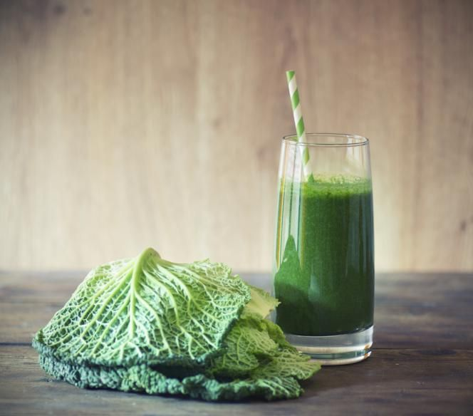 Começar o dia com um copo de suco verde, também conhecidos como sucos desintoxicantes, ajuda a limpar o organismo e a ter mais disposição para começar o dia. Mas o que muita gente não sabe é que o café da manhã não é o único momento em que esse tipo de suco pode ser consumido.Leia também:Suco ver