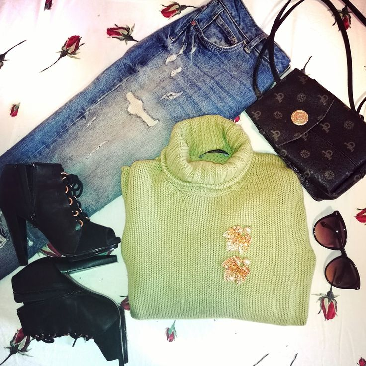 #outfit #green #fashion #Shoes #sunglasses #urban