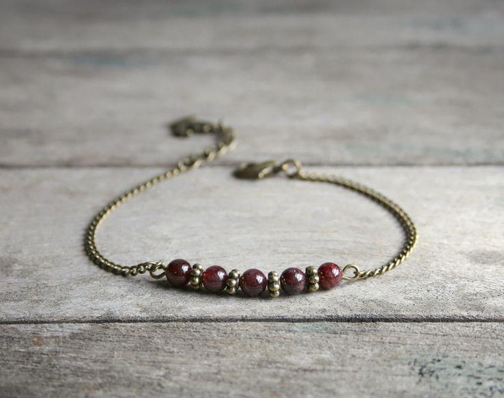 Bracelet pierres de Grenat sur fine chaîne gourmette bronze - Bijoux pierres semi-précieuses - Bijoux de créateur : Bracelet par joaty