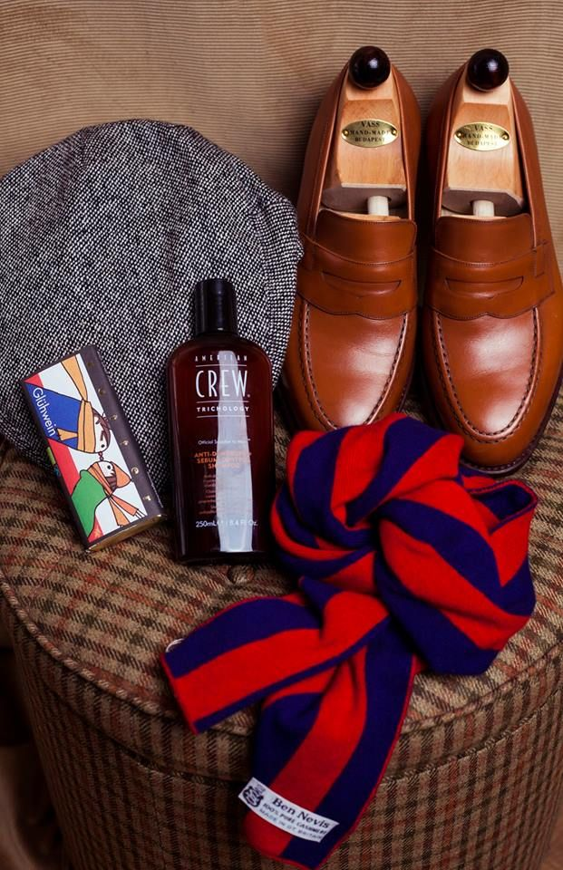 Herr Doktor Stefan is not always quite so adventurous, but in these dark, grey days of winter, even he loves a dash of lively, festive colour!  • Donegal tweed cap by W.Bill and knitted college cashmere scarf by Ben Nevis, both from Simon Skottowe Bespoke Tailors  • Cognac penny-loafers by Vass Shoes / Vass Cipő  • Trichology Shampoo by American Crew from MMhair