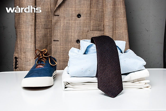 Wårdhs väljer mode i storstaden i sommar 2013. Kavaj från Oscar Jacobson, byxor från Oscar Jacobson, skjorta från Eton, slips från AD56 Milano och skor från Polo Ralph Lauren. @Täby Centrum