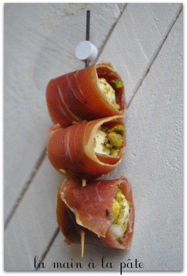 billes-de-mozzarella-panées-à-la-pistache-et-au-jambon-de-Bayonne