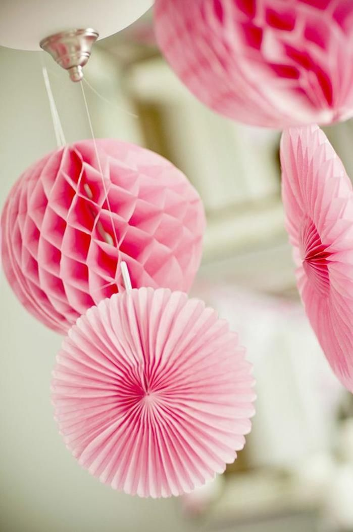 decor at a pretty in pink party #prettyinpink #pink #party #decorations