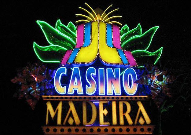 Mitten im tropischen Garten des Pestana Park Resort Hotels befindet sich das Casino da Madeira, welches vom berühmten brasilianischen Architekten Oscar Niemeyer entworfen wurde.