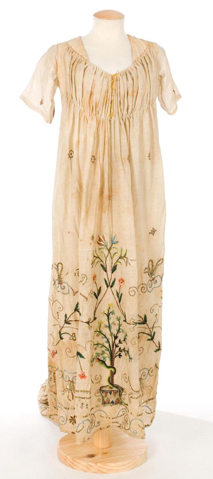 dress, 1800s: Center, Museu Tèxtil, Historical Clothing, De Documentació, Embroidered Dresses, 1800S Centre, 1800 S, 1800S Dresses, Dresses 1800S