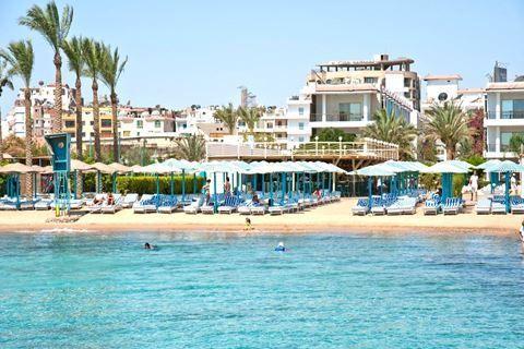 Minamark Beach  Description: Ligging: Minamark Beach ligt in het centrum Sakkala van Hurghada en ligt direct aan het privé zandstrand. Diverse winkeltjes en restaurants zijn op loopafstand te bereiken. Ook de haven ligt op ca. 7 minuten lopen. Faciliteiten: Minamark Beach is een verzorgd 4-sterren hotel en telt 299 kamers die zijn onderverdeeld in een hoofdgebouw en diverse bijgebouwen met maximaal 3 verdiepingen. Bij binnenkomst vindt u er een 24-uurs receptie waar u tevens een kluisje kunt…