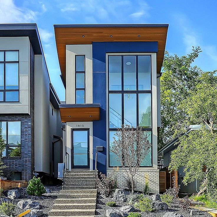 Contemporary Residence . 25' Lot 17' House 2000 SF .  Marda Loop . ✏Architecture:  T.H.A.D.