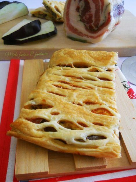 Pasta sfoglia ripiena di melanzane, pancetta e stracchino.