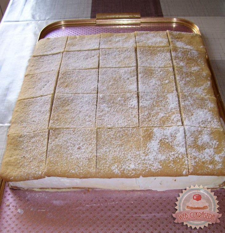 FELHŐ SZELET • Egy isteni vaníliakrémes-tejszínes sütemény - MindenegybenBlog