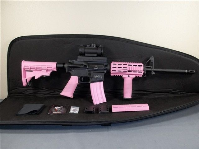 <3 PINK!!!!! Smith & Wesson AR-15 <3 I should do this with mine..pretty sure my love wouldn't allow me to.
