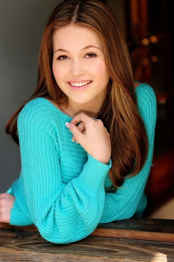 Kelli Berglund - SHE'S A BEAUTIFUL YOUNG LADY AND I REALLY LOVE HER HAIR COLOUR.