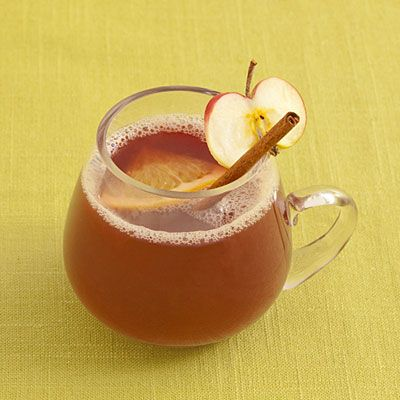 Warm Spiced Sangria | 21 Big-Batch Cocktails To Get Your Family Drunk On Thanksgiving