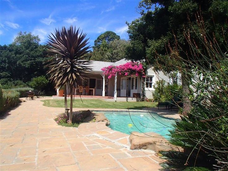 Potters Cottage - Potters Cottage is a stunning Cape-Vernacular style home set in a private estate, situated in Constantia. Potters is a nature- and bird lover's delight, as it is set on the back of Table Mountain Nature ... #weekendgetaways #constantia #southafrica