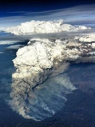 A commercial pilot took this amazing photo of the smoke plume from Wambelong fire in Coonabarabran.   Source: The Daily Telegraph