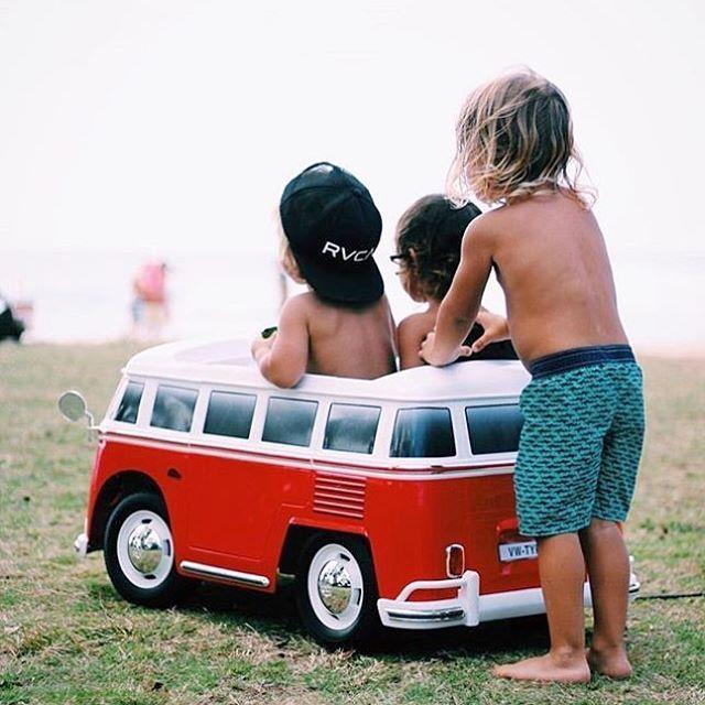 Surf checks with mates  📷@thestayatbeachmom