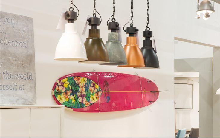 Vintage lampen in verschillende kleuren.  Zen Lifestyle is gevestigd in Wijchen bij Nijmegen en heeft showroom van 10.000 m². Natuurlijk vind je in onze winkel onze eigen producten, zoals ons aanbod vintage en retro banken, onze topsellers, zoals het vintage tv-dressoir Stan. Maar ook hebben wij de mooie collectie van Zuiver en Duchtbone en vind je er nog veel meer topmerken, zoals Be Pure, JouwMeubel, UrbanSofa, Fatboy, Makkii, Woood etc.