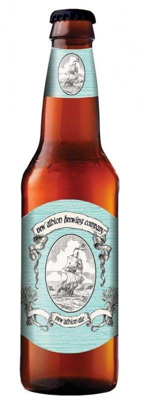 Cerveja Samuel Adams New Albion Ale, estilo American Pale Ale, produzida por Boston Beer Company, Estados Unidos. 6% ABV de álcool.