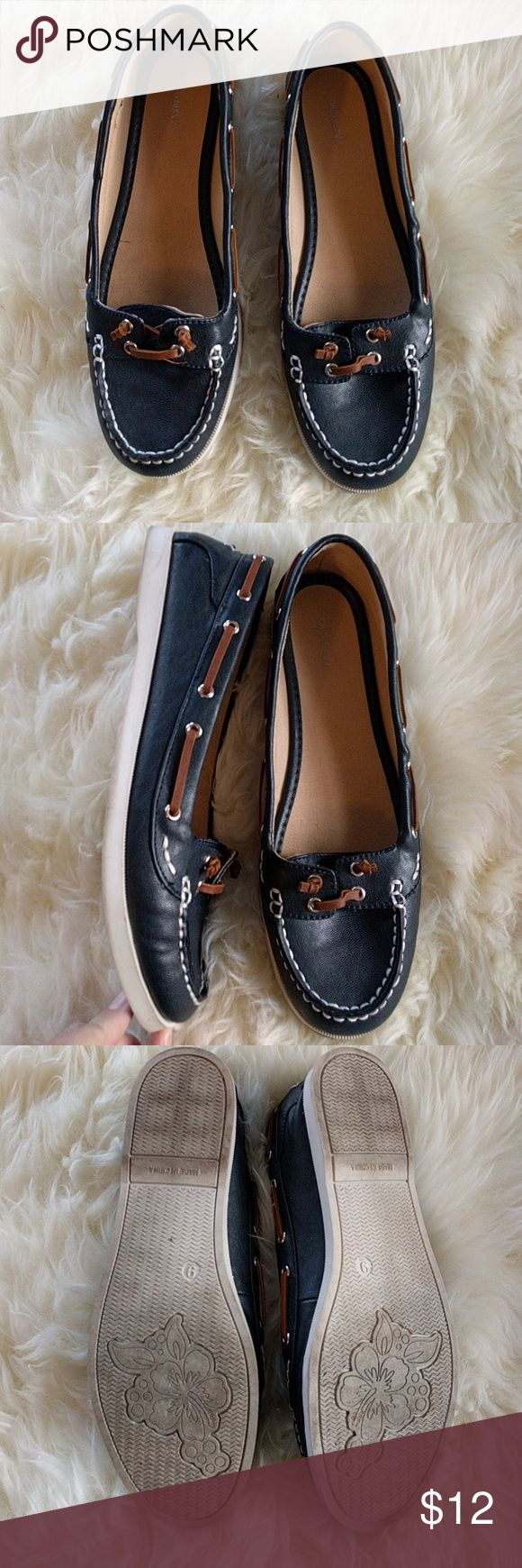 Old Navy navy boat shoes like Sperry's size 9 Old Navy boat shoes like Sperry's in navy, white soles, size 9 Old Navy Shoes Flats & Loafers