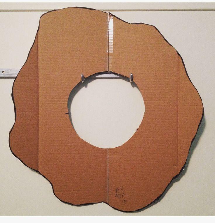 Basisvorm gebaseerd op de omtrek van de vorm van een kwal, dat meer weg had van een bloem dan van een kwal.
