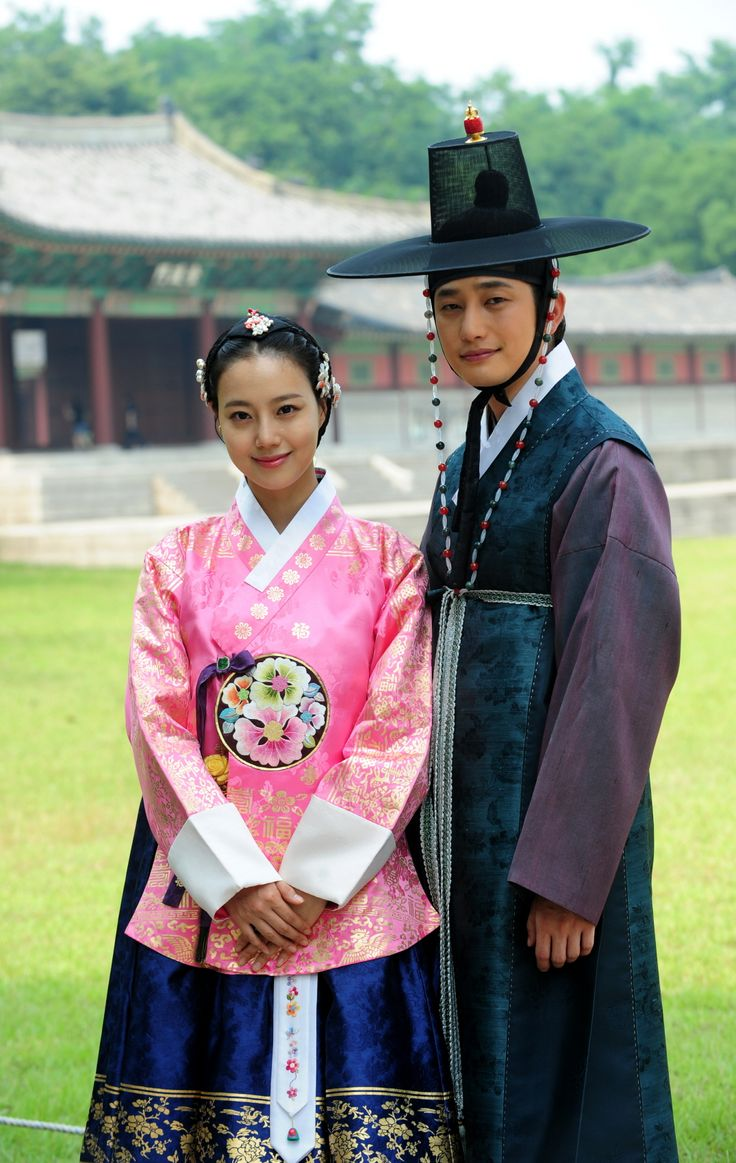 "The Princess' Man 공주의 남자 (2011) Moon Chae Won as Lee Se Ryung and Park Shi Hoo as Kim Seung Yoo #Kdrama. She's wearing a ""princess"" hanbok."
