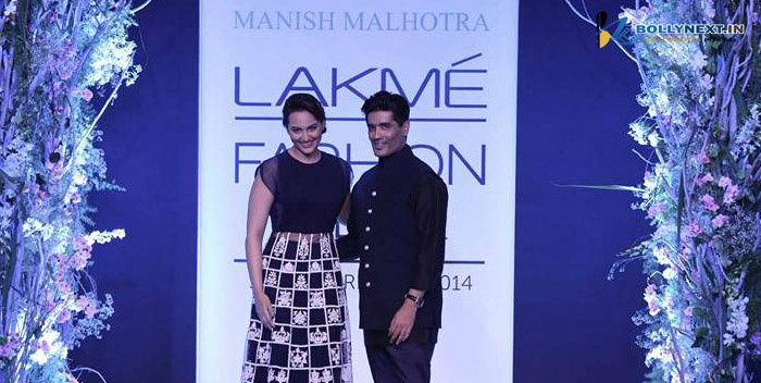 Lakme Fashion Week 2014 Sonakshi opened the show for Manish Malhotra