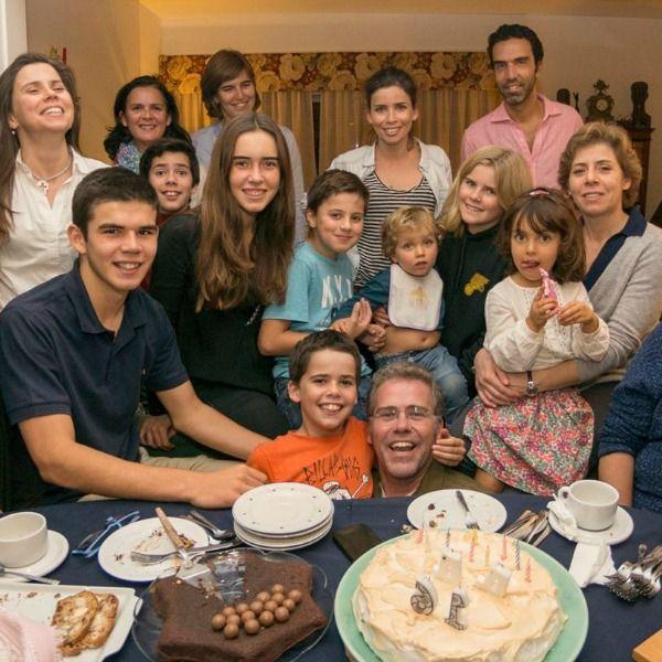 Retrato de família - vários depoimentos sobre diferentes famílias portuguesas.