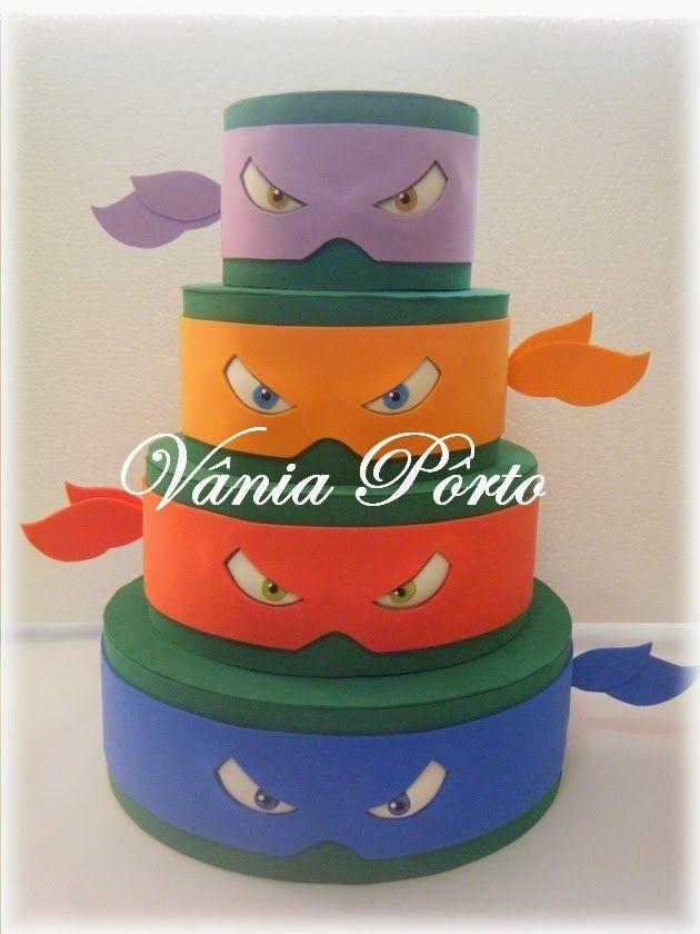 Bom dia gente!!   Mais uma encomenda, bolo de 4 andares das tartarugas ninja em EVA.  Com 40 cm de altura, gostei bastante do resultado, d...