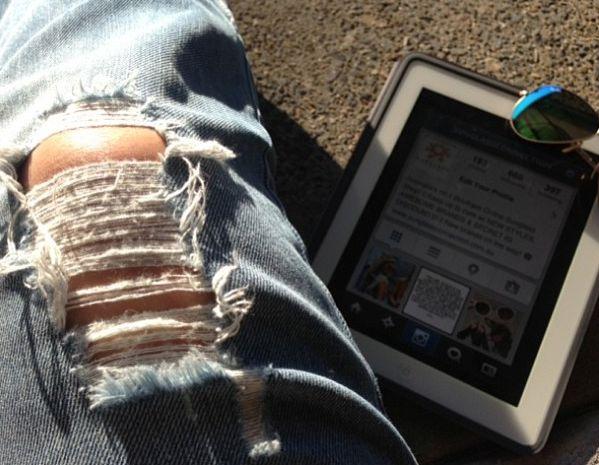 #rippedjeans #sunshine #blogs #instagram #mirroredlenses #saturdaysinthesun #sunglassconnection