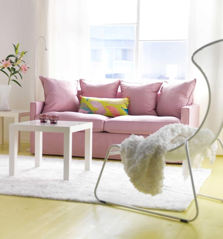 IKEA Sterreich Inspiration Wohnzimmer Rosa Bettsofa HRNSAND Beistelltisch LACK Teppich