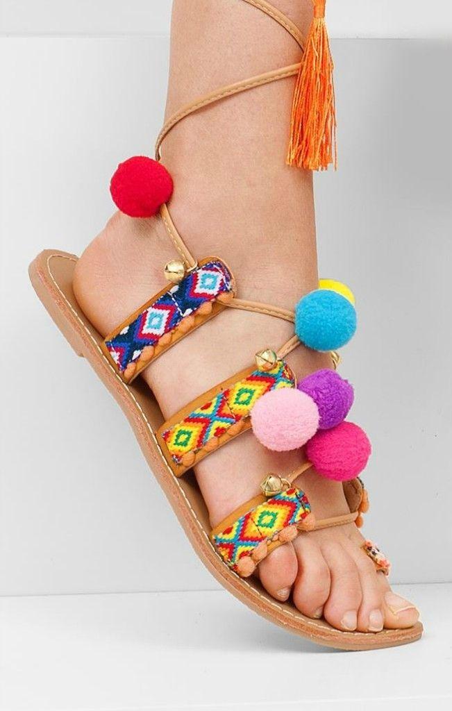 Sandały z pomponami DIANA