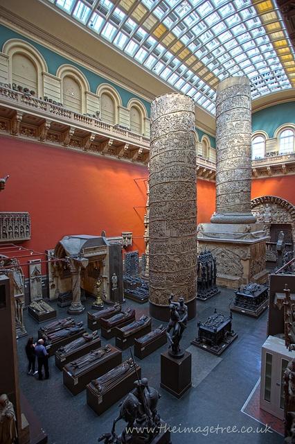 V - Victoria & Albert Museum #London #art #accorcityguide // The nearest AccorHotels: Mercure London Kensington